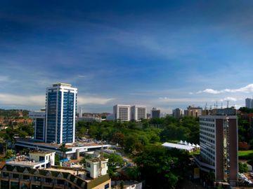 Fly til Kampala