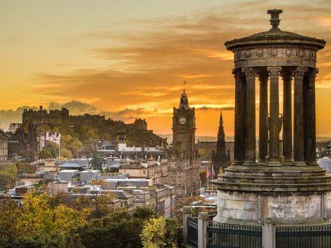 Fly til Edinburgh