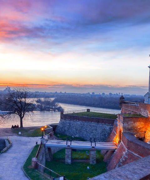 Fly til Serbia