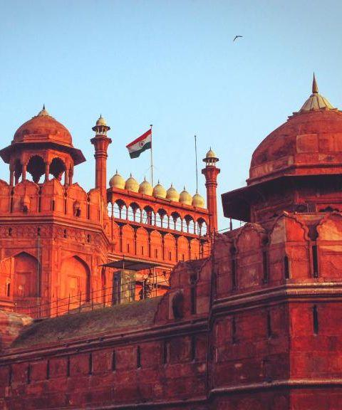 Fly til India